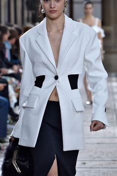 Suits For Women, Women Wear, Sailor Moon Outfit, Black And White Suit, Balmain Blazer, New Street Style, Half Jacket, Sunday Outfits, Fashion Show