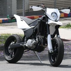 Husqvarna Supermoto is this an LA bike I thought I saw it in Montrose ? Scooter Motorcycle, Moto Bike, Motorcross Bike, Motorcycle Party, Motorcycle Posters, Motorcycle Types, Custom Motorcycles, Custom Bikes, Bmw