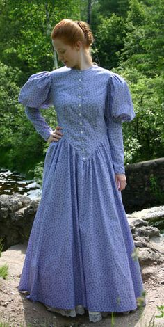 Calico Gown By Recollections Modest Dresses, Modest Outfits, Modest Clothing, Modest Fashion, Pretty Dresses, Pioneer Clothing, Civil War Fashion, Period Outfit, Festival Dress