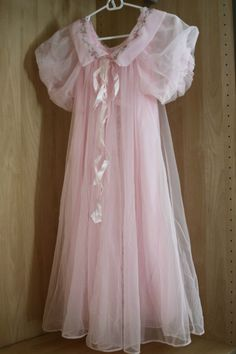 i had a night gown and robe almost exactly like this Pretty Lingerie, Vintage Lingerie, Beautiful Lingerie, Beautiful Gowns, Baby Dolls, Pretty Outfits, Cute Outfits, Vintage Nightgown, Peignoir
