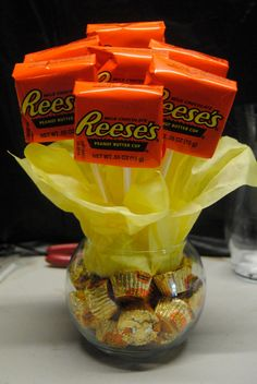 Small Reece's Candy Bouquet. Would be SO easy to make!