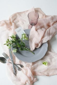 These hand dyed cotton gauze table napkins are perfect for wedding or shower table decoration, photo shoot styling or as lovely kitchen wash cloth. Additional information about the item: - set comes with 8 napkins - 100% cotton gauze, high quality and solid - beautiful complex blush