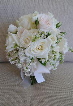 白のバラ、アイボリーのバラ、とライラック!