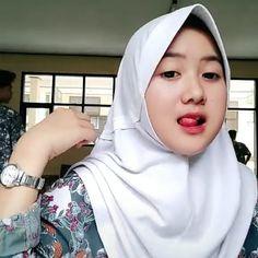 Hijaber Turki: Ayu Masinta is a Sweet Hijaber Casual Hijab Outfit, Hijab Chic, Beautiful Muslim Women, Beautiful Hijab, Muslim Fashion, Hijab Fashion, Muslim Beauty, Indonesian Girls, Beauty Full Girl