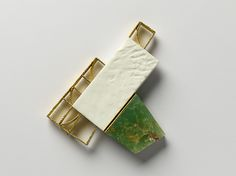 Per Suntum Angela Angelo Brooch 2005. 18kt and 22kt gold, silver, chrysopras, isolith.