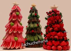 Arbol de Navidad de LACHUCHETERIA en Etsy Candy Crafts, Candyland, Irene, Chocolates, Brownies, Gingerbread, Bouquet, Sweets, Cookies