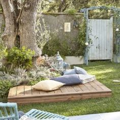 22 Spectacular DIY Outdoor Pallet Projects That Everyone Can Make 22 Spectacular DIY Outdoor Pallet Projects That Everyone Can Make The post 22 Spectacular DIY Outdoor Pallet Projects That Everyone Can Make appeared first on Pallet Diy. Back Gardens, Outdoor Gardens, Garden Cottage, Home And Garden, Tree Garden, Terrace Garden, Big Garden, Pallet Exterior, Outdoor Pallet Projects