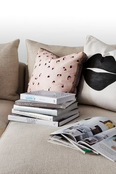3 Chic Ways To Style Your Sofa – Black Rooster Decor