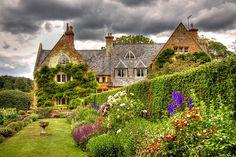 Coton Manor Gardens, Shropshire, England by Roantrum via Flickr