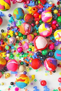 If you are looking for polymer clay ideas, try making GIANT clay beads using aluminum foil as the base. Use them for your next creative project. Fun Crafts For Kids, Projects For Kids, Gifts For Kids, Kids Diy, Art Projects, Babble Dabble Do, Diy Clay, Clay Crafts, Polymer Clay Beads