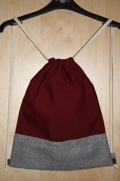 Turnbeutel Gymbag Stringbag Rucksack Backpack in weinrotem / bordeaux farbenem Canvas und grauem Wollfilz. Fashion Musthave für den Herbst!
