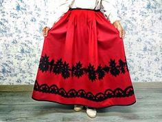 DISEÑOS EXCLUSIVOS DEL TALLER DE COSTURA DE QUEVISTES (por encargo) TRAJE REGIONAL ARAGONES Traje baturro de mujer Ver más ... Corset, Underwear, Embroidery, Skirts, Diy, Women, Fashion, White Skirt Outfits, Folklore