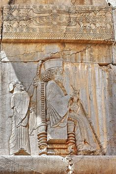 Iran - Persepolis _ Detail of a southern portal with the king - Xerxes . Note the size of the king vs his servant. Ancient Aliens, Ancient Egypt, Ancient History, Art History, Persian Architecture, Ancient Architecture, Ancient Mesopotamia, Ancient Civilizations, Ancient Mysteries
