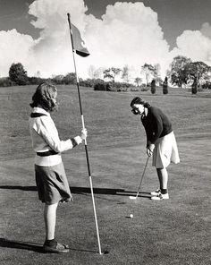1943 Golf Putt, Vassar. I love the outfit on the left!