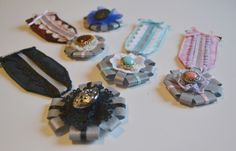 heijastin ´kunniamerkki´ ja ohje Decoden, Hobbies And Crafts, Safety, Craft Ideas, Make It Yourself, Patterns, Sewing, Lady, Fun