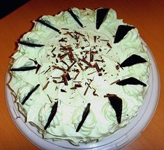 After Eight Torte 1 After Eight Torte, Cake Pops, Camembert Cheese, Food And Drink, Desserts, Bread, After Eight Recipes, Kinder Chocolate, Cake Pop