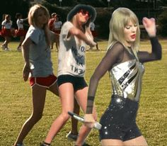 10 Reasons You Should Love Taylor Swift: She has killer dance moves