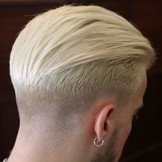 Find that dreamy Ivy League haircut for you from options such as classic and modern, comb overs to slicked back, and dapper to tousled hairstyles. Mens Modern Hairstyles, Cool Hairstyles, Japanese Hairstyles, Korean Hairstyles, Modern Haircuts, Medium Hair Styles, Short Hair Styles, Hair Trends 2015, Slicked Back Hair