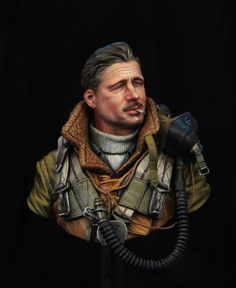 WWII RAF bomber pilot 110 bust boxart for Young miniatures