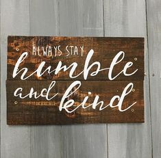 Wood Pallet Projects Stay Humble and Kind Wooden Painted Pallet Sign - Carved Wood Signs, Diy Wood Signs, Wood Plaques, Pallet Signs, Wooden Pallet Projects, Pallet Crafts, Pallet Ideas, Recycled Pallets, Wooden Pallets