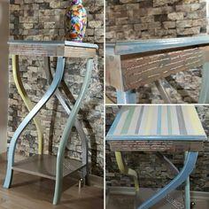 Tamamen el işçiliği ile, ahşap boyama, stencil ve rölyef teknikleri kullanılarak dekorlanmış ahşap sehpa. Wood painting, handmade furniture