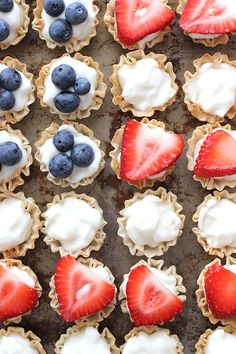Make Mini Berry American Flag Tarts for the of July--do these with cookie dough in mini muffin tin Fourth Of July Food, 4th Of July Party, July 4th, Holiday Treats, Holiday Recipes, Mini Blueberry Tarts, Cake Pops, Strawberry Cheesecake Bites, Blue Food Coloring