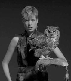 Agyness Deyn on video clip of Woodkid for song Iron. Perfect!