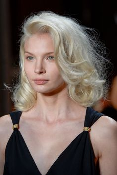 Pin for Later: 93 Runway-Approved Beauty Ideas to Sport This Spring Jenny Packham Spring 2015