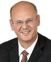 Siegfried Kauder: Seine Rolle im BND-Untersuchungsauschuss. Als er Ende November 2010 aufgrund von Terrorwarnungen in Deutschland die Presse zu Zurückhaltung in der Berichterstattung aufforderte, wurde ihm dies als Angriff auf die Pressefreiheit ausgelegt. Erst blockierte er mit merkwürdigen Argumenten im Rechtsausschuss lange die Unterzeichnung des Antikorruptionsabkommens der Vereinten Nationen, dann konnte es ihm nach viel Häme in der Presse mit der Paraphierung plötzlich nicht schnell… Justiz, Modern Witch, Monologues, Aspergers, Forensics, November, Author, Code Of Conduct
