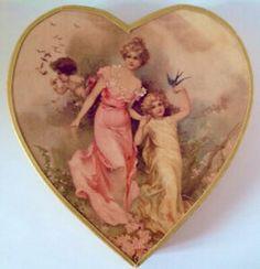 Antiquité. Collection. Boîte de chocolat en forme de coeur Tout Rose, Oeuvre D'art, Shabby Chic, Princess Zelda, Fictional Characters, Collection, Antique Boxes, Heart Shapes, Objects