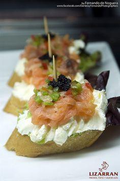 Pincho de salmón y queso fresco