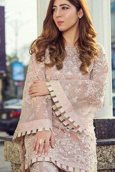 Simple Pakistani Dresses, Pakistani Bridal Dresses, Pakistani Dress Design, Pakistani Outfits, Pakistani Mehndi Dress, Girls Dresses Sewing, Stylish Dresses For Girls, Stylish Dress Designs, Casual Dresses