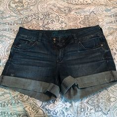 Jean shorts! These jean shorts have a little stretch to them and are super comfy! Great condition! Delias Shorts Jean Shorts