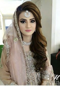 Pakistani Bridal Makeup Hairstyles, Lehenga Hairstyles, Bridal Hairstyle Indian Wedding, Indian Wedding Makeup, Bridal Hair Buns, Indian Makeup, Pakistani Reception Makeup, Pakistani Makeup Party, Pakistani Makeup Looks