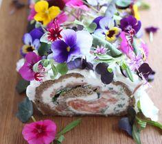 Voileipäkakku kuin kevään kuningatar | Kulinaari