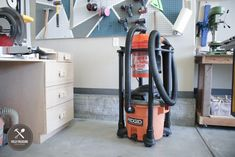 Dust Collector Diy, Sandblasting Cabinet, Shop Dust Collection, Tool Storage Cabinets, Wood Shop Projects, Pallet Projects, Pallet House, Diy Shops, Pallet Benches