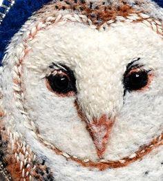 Хочу представить вашему вниманию чудесные броши в технике валяния и вышивки одной польской мастерицы. Паулина Бартник (Paulina Bartnik) живет в Варшаве, занимается вышивкой. Все работы мастер выполняет полностью вручную, каждый стежок лежит плотно, сделан аккуратно, с особым вниманием. Персонажи словно живые, кажется, что сидящие на ветке птицы вот-вот вспорхнут и улетят!