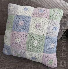 Transcendent Crochet a Solid Granny Square Ideas. Inconceivable Crochet a Solid Granny Square Ideas. Granny Square Crochet Pattern, Crochet Squares, Crochet Granny, Knit Crochet, Crochet Patterns, Crochet Cushion Cover, Crochet Cushions, Granny Square Häkelanleitung, Rugs