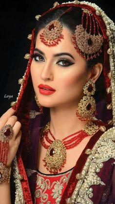 indian bridal bridal makeup and indian bridal clothes Asian Bridal Makeup, Bridal Makeup Looks, Bride Makeup, Bridal Beauty, Wedding Makeup, Moda Indiana, Beauty And Fashion, South Asian Bride, Braut Make-up