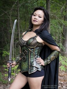 celtic corset and bracers, photo: Tempus Fugit Design, model: Vida Serrano http://organicarmor.com/2014/08/celtic-corset-and-bracers/ #ladyloki