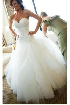 0510b00e63 Outlet Absorbing Appliques Wedding Dress