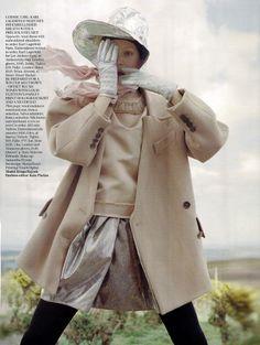 Editorial: The Lady Who Fell to Earth Model:Kinga Rajzak photography: Tim Walker Stylist:Kate Phelan Vogue UK Oct.09