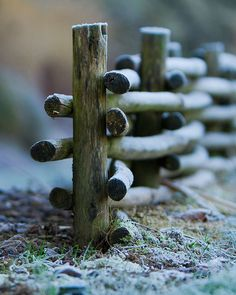 How to make a waddle fence.
