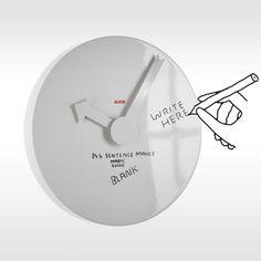 Klok van Alessi.Op deze klok kunt uzelf tekst of cijfers aanbrengen