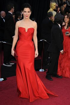 Style and Color Type: Chic/Earth  Sandra Bullock's classic chic style is personified in this bow back gown. Her upswept  hair made her look like a woman from a classic painting. – Michael