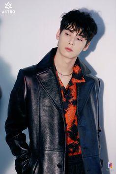 GQ Korean Magazine Pictorial Shoot Behind Cha Eun Woo, Asian Boys, Asian Men, Cha Eunwoo Astro, Astro Wallpaper, Lee Dong Min, Astro Fandom Name, How To Pose, Kpop