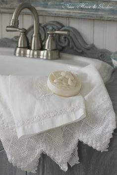 shabby chic towels and soap White Cottage, Cottage Style, Lake Cottage, Vintage Accessoires, Linens And Lace, White Linens, French Country House, French Decor, Country Decor