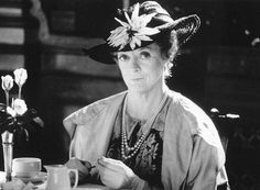 Still of Maggie Smith in Tea with Mussolini - 1999 (Age Maggie Smith, Masterpiece Theater, Feminine Mystique, Famous Faces, Old Hollywood, True Stories, Picture Photo, Female Celebrities, Celebs