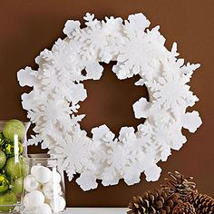 Simple Felt Snowflake Wreath - perfect to use Stampin' Up! Festive Flurry Framelit dies to cut felt!!