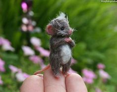 Love the little pink ears and hands! Needle Felted Animals, Felt Animals, Wet Felting, Needle Felting, Hamster, Felt Mouse, Cute Mouse, Little Critter, Cute Little Things